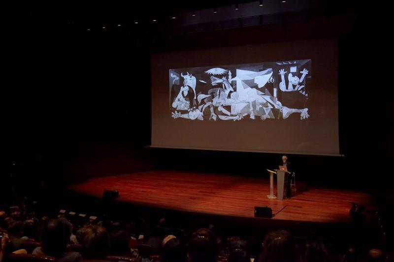 TJ Clark, en Otra mirada al Guernica, conferencia magistral. Museo Reina Sofía, 2011