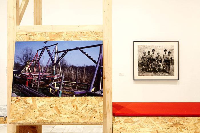 Vista de sala de la exposición. Playgrounds. Reinventar la plaza, 2014