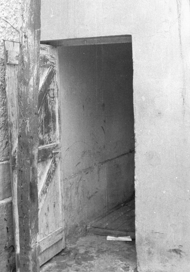 Celda de aislamiento en la Unidad Especial de Interrogatorio de la Policía Militar Griega (EAT/ESA) © Antonis Lionarakis 1976 (usada con permiso amable)