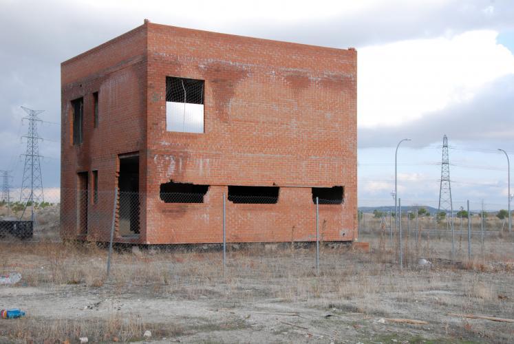 Hans Haacke. Castles in the air, 2012 (Ensanche de Vallecas, Av. de Valdeculebras entre Calle del Arte Concelptual y Av. del Cerro Molino, parcela 5.39 O) © Hans Haacke/VEGAP, Madrid, 2012