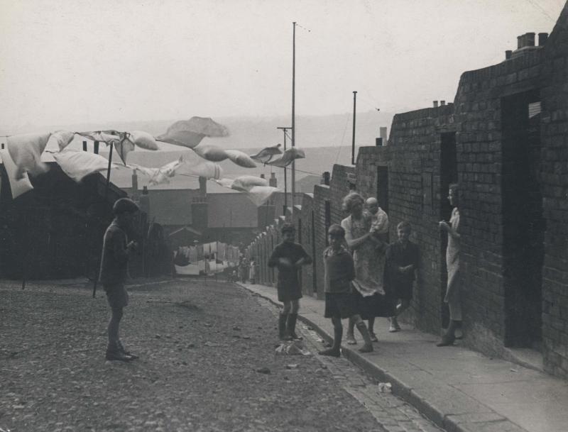 Edith Tudor-Hart. Casas de mineros al sur de Gales, ca. 1934. Cortesía de la galería Johannes Faber, Viena