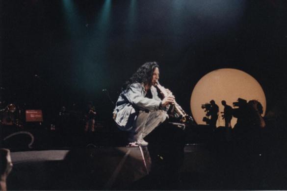 Concierto de la Companyia Eléctrica Dharma en el Palau Sant Jordi de Barcelona, 1994. Imagen cortesía de Joan Fortuny