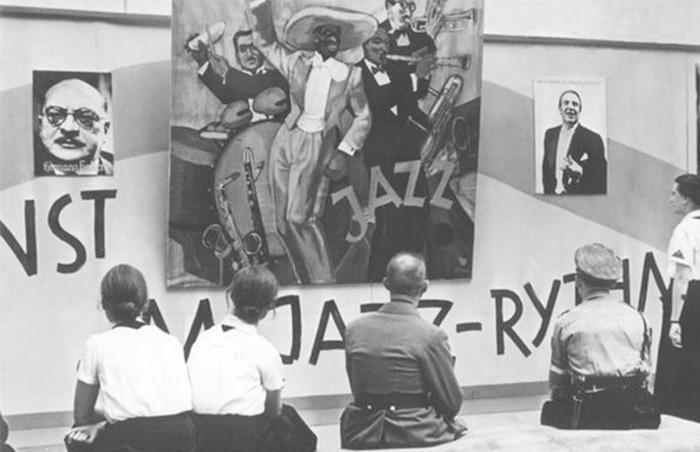 Vista de la exposición Música degenerada, 1938