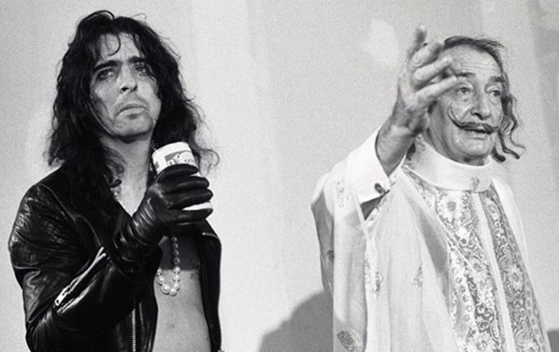 Alice Cooper and Salvador Dalí in the presentation of First Cylindric Chromo-Hologram Portrait of Alice Cooper´s Brain 1973