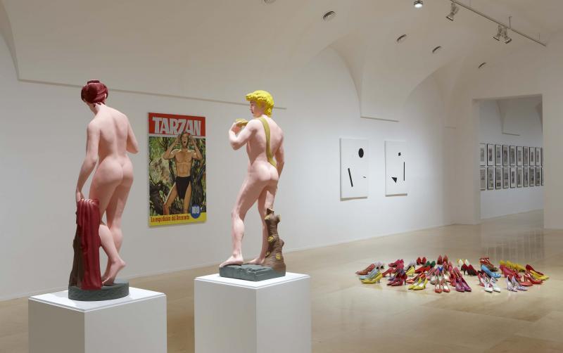 """Vista de sala de la exposición. Hans-Peter Feldmann. """"Una exposición de Arte"""", 2010"""