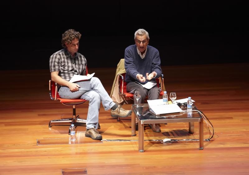 Conferencia. Michael Hardt y Antonio Negri. Crisis y revoluciones posibles, 6 de octubre de 2011.Edificio Nouvel, Auditorio 400