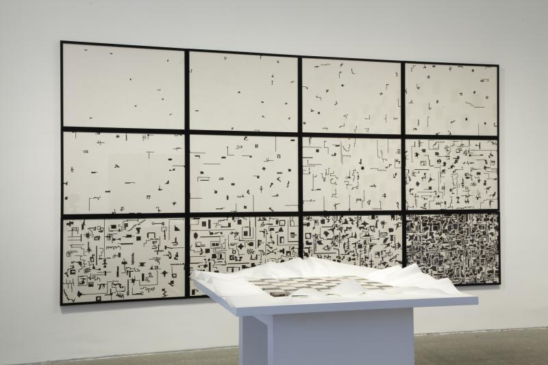 Vista de sala de la exposición. alighiero boetti. estrategia de juego, 2011