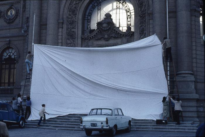 C.A.D.A. (Colectivo Acciones de Arte) Inversión de escena, 1979 (detalle), C.A.D.A., Museo Reina Sofía © 2016 Archivo y obra C.A.D.A.