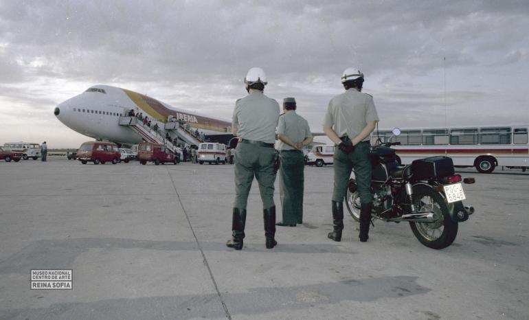 Jesús González. Llegada del Guernica al aeropuerto de Barajas de Madrid, 1981