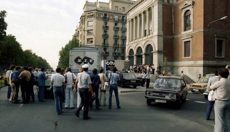 Jesús González. Llegada del Guernica al Casón del Buen Retiro (Museo del Prado) de Madrid, 1981