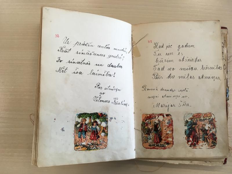 Colección de diarios de la biblioteca nacional de Letonia. Foto: Sara Buraya