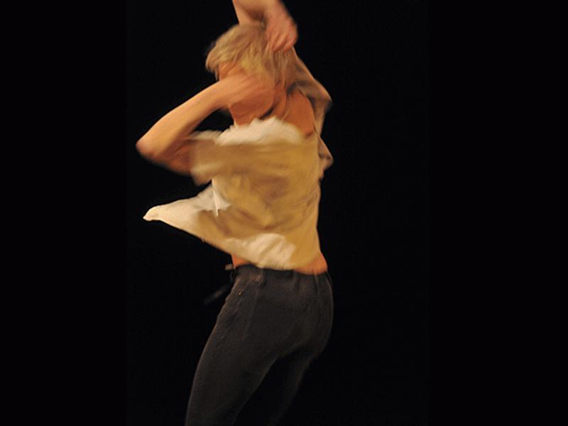 Meg Stuart, An evening of solo works [Una velada de solos], 2018. Fotografía: © Giannina Urmeneta Ottiker