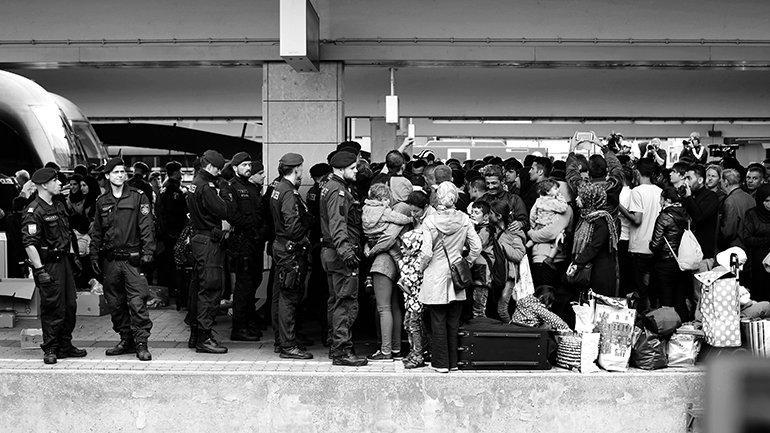 Josh Zakary. Llegada de refugiados sirios a Viena. 2015