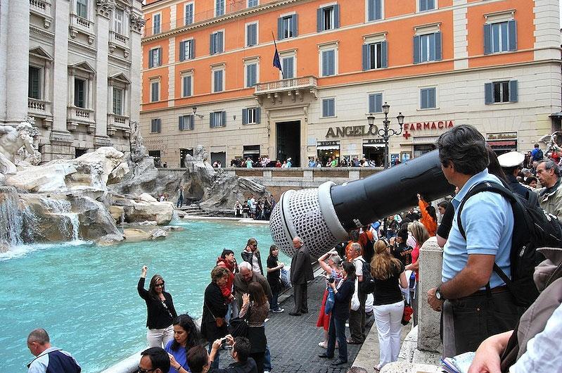 El Correo Digital. Macrófono en el Fontana di Trevi, 2010