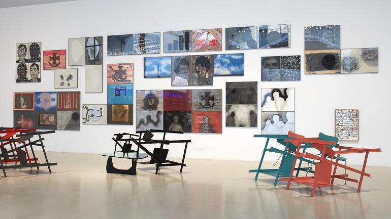 Vista de sala de la exposición Otro family plot
