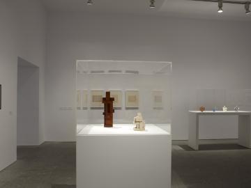 Vista de sala de la exposición. Georges Vantongerloo. Un anhelo de infinito, 2010