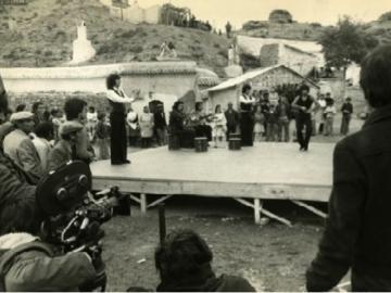 Imagen del rodaje del documental Camelamos Naquerar, basado en la obra teatral de Mario Maya y José Heredia Maya del mismo título, bajo la dirección de Ramón Pareja en 1976.